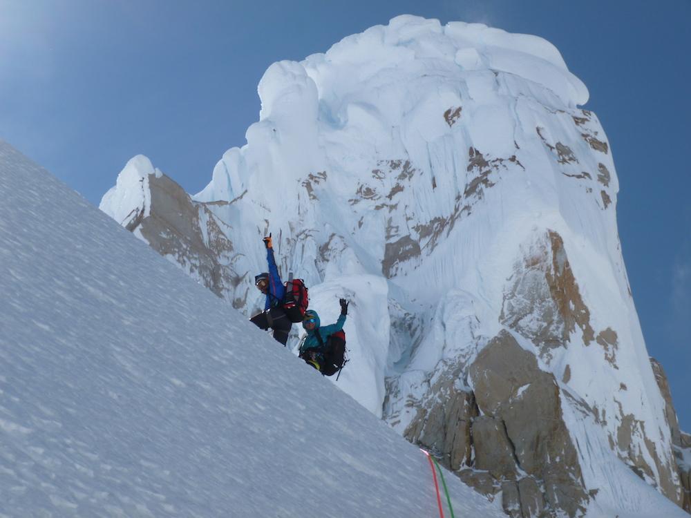 Buscando los rápeles Cerro Torre al fondo