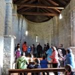 Atendiendo las explicaciones en San Juan de Busa (Copiar)