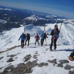 IMG_9127-unos llegan y otros bajan de la cumbre