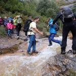 Cruzando el río Sotón. Foto Jorge Arazo